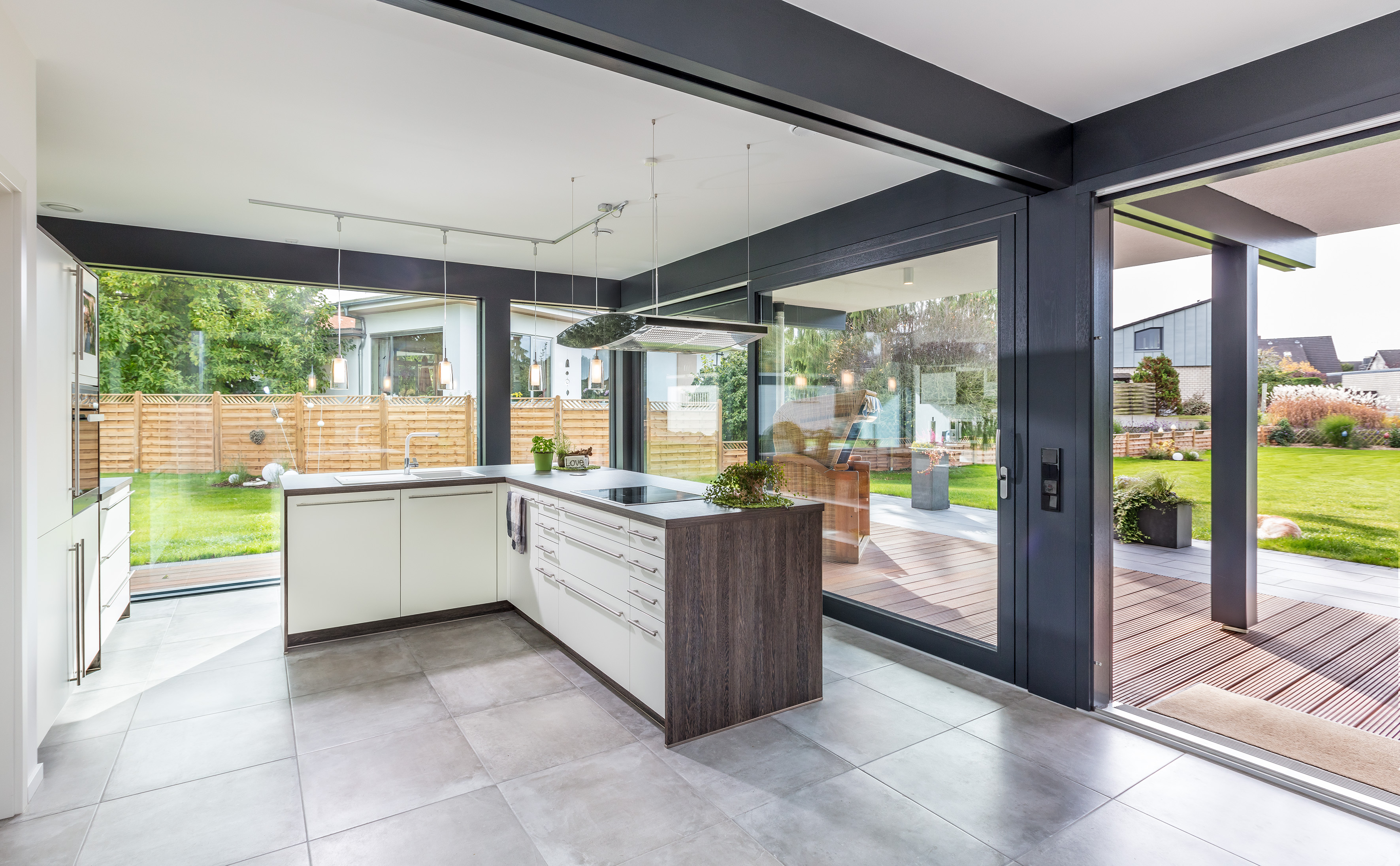 Meisterst ck haus homestory bungalow fusion for Moderne bungalows mit viel glas